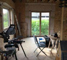Fixe panoramique et porte fenêtre du salon