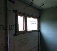 Fenêtre de la salle de bain : 1/3 ouvrant 2/3 fixe