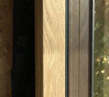 Détail du techno-chêne : les menuiseries sont en chêne lamellé collé