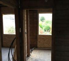 Préparation des cadres de fenêtre à l'étage