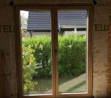 Porte-fenêtre de la salle à manger