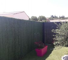 Une vue d'ensemble avec la fausse haie sur la clôture du fond ;-)