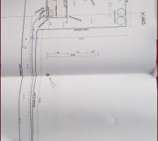 Plan de la maison sur le terrain. Implantation en L orienté plein sud.