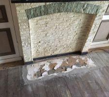 Devant de cheminée à rénover