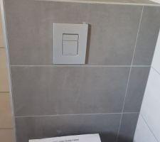 Pose du carrelage dans la salle de bains