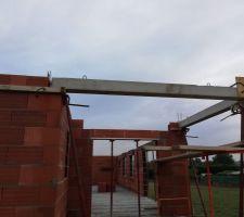 Le pilier de la terrasse a été monté