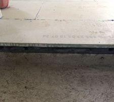 Plaque de plâtre qui se trouve entre le chauffage au sol et le carrelage  vue en coupe