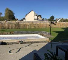 Aménagement de la piscine : muret en stonepanel