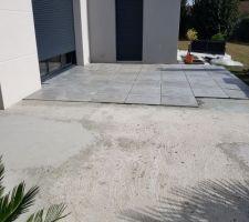 Départ du chantier carrelage de la terrasse
