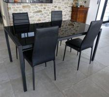 Ancienne table et chaises