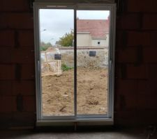 Porte-fenêtre du salon :)