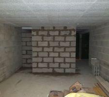 25/10: mur pour escalier sous-sol + enduit hydrofuge intérieur