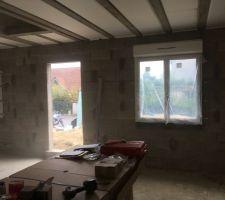 Fenêtres du salon et du bureau, côté rue