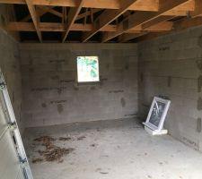 Fenêtre du garage prête à être posée
