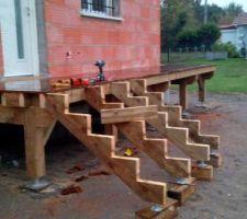 Les futurs escaliers du balcon-terrasse...