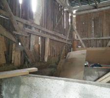 Rangement de la grange, suppression des éléments inutiles