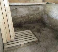Un bon coup de rangement est nécessaire sur cet espace qui n'a fait qu'accueillir le désordre :D