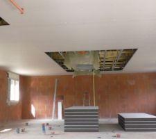 Le plafond presque terminé. Les panneaux polystyrène à l'abri.