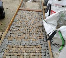 Allée en pavé de granit du Portugal en cours ! DiY