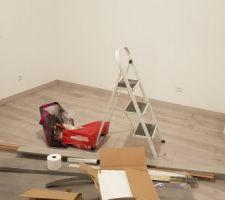 Parquet/plinthes/seuils à l'étage fini