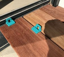 Terrasse - pose des lames sur seuil de baie vitrée