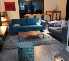 Salon en cours d'installation, un peu plus cosy avec un tapis
