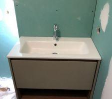 Positionnement vérification du meuble vasque
