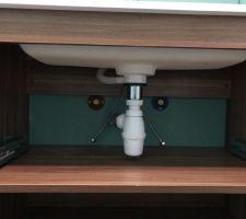 Prepositionnemt du meuble pour verifier l emplacement de la plomberie
