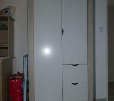 Armoire Sauthon collection Tipee https://www.sauthon.com/shop/fr/chambre-deco/1431-armoire-2-portes-2-tiroirs-tipee-3500760100431.html