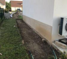 Préparation du sol , décaisser pelle pioche à l?ancienne sur 20cm