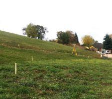 RDV d'implantation avec MO pour visualiser la maison au sol sur le terrain vue ouest