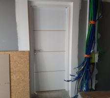 Porte de service garage/hall d'entrée