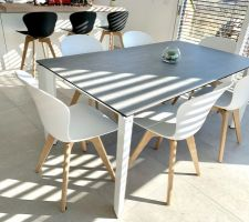 Table céramique Calligaris, chaises BO Concept Adelaide