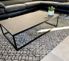 Table basse céramique et tapis de chez Crozatier