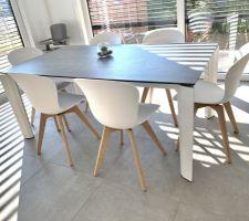 Table céramique Calligaris, chaises BO Concept Adelaïde