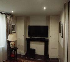 Le petit salon vidéo : vue sur l'espace TV.
