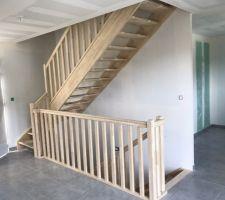 Placo et revêtements terminés, pose des escaliers en cours !