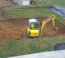 Terrassement de la future piscine en cours