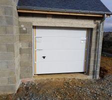 Vue porte de garage sectionnelle