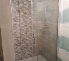 Pose de la porte de douche