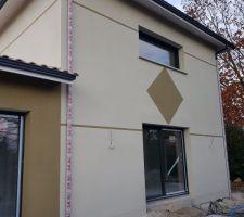 Crépi maison terminé G00 blanc naturel et T30 terre d argile Parexlanko