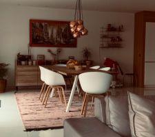 La salle à manger et son nouveau tapis