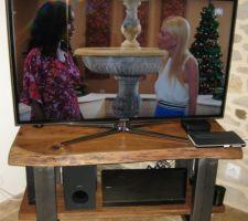 Meuble télé style industriel acier et plateau acacia