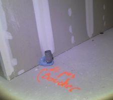 L'arrivée d'air par le vide-sanitaire d'un éventuel poêle.