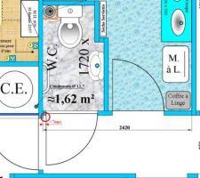 1 à 2 mm seulement entre la porte du WC et l'huisserie d'accès au couloir.
