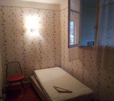 Chambre borgne actuel, la cloison va tomber pour ouvrir sur la cuisine, le coin a gauche sera le depart de l'escalier