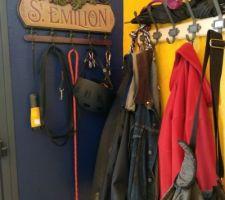 Second porte-manteaux aux couleurs de St Emilion.