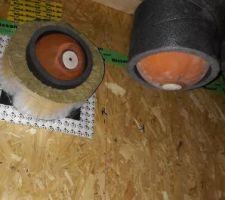 Installation pour le test d' étanchéité - les percées pour la ventilation sont bouchées par des ballons