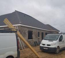 6eme jour : Charpente terminé Ecran sous toiture terminé Reste 1 pan à couvrir