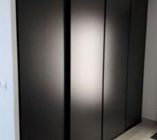 Création du dressing de l'entrée : pose des portes coulissantes